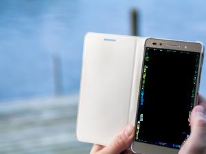 Три веских причины регулярно снимать чехол со своего смартфона