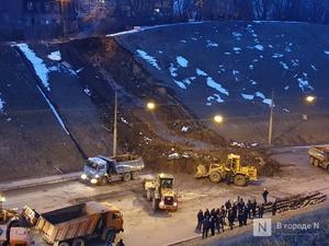 Фронтальные погрузчики начали уборку грунта с Похвалинского съезда