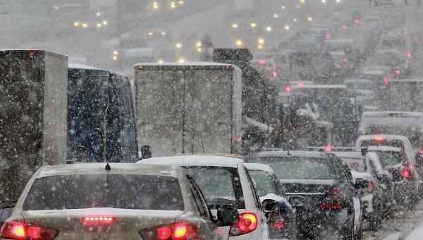 Выпавший накануне снег мог привести к образованию 8-балльных пробок в Нижнем Новгороде - фото 1