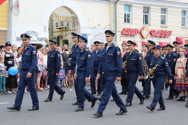 Фестивали духовых оркестров и Дружбы народов прошли в Нижнем Новгороде в День России - фото 24