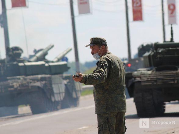 Танкисты в масках: первая репетиция парада Победы прошла в Нижнем Новгороде - фото 31