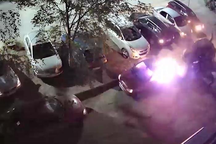 Мужчина поджег машину на Сортировке - фото 1