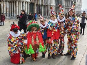 Победители конкурса костюмов на «Горьковской Елке» посетили Венецию в разгар коронавируса