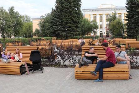 Скамьи, стилизованные под сиденья первых «Метеоров», установили в сквере на площади Буревестника