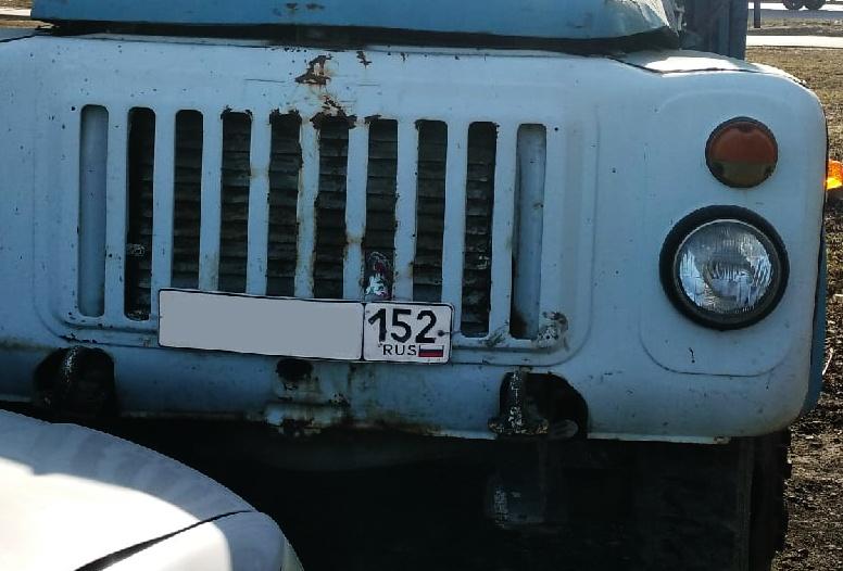 Два человека получили ранения в столкновении иномарки с грузовиком в Павловском районе - фото 1
