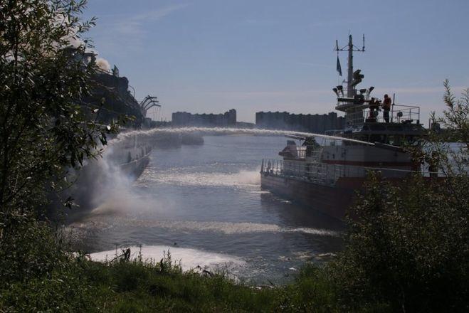 Теплоход «Святая Русь» тушили почти 12 часов - фото 1