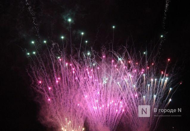 «Столица закатов» без солнца: как прошел первый день фестиваля музыки и фейерверков в Нижнем Новгороде - фото 62