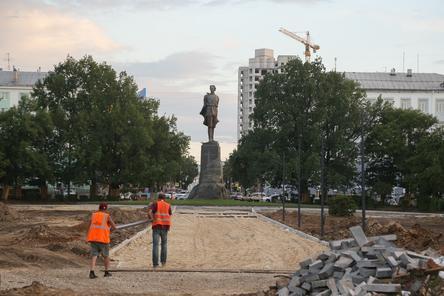 Благоустройство сквера на площади Горького завершится в конце июля