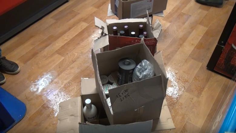 250 литров подозрительного алкоголя изъяли из двух магазинов в центре Нижнего Новгорода - фото 7
