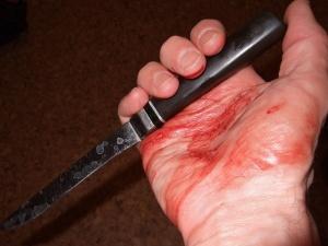Жительница Автозаводского района зарезала мужчину, за которым ухаживала