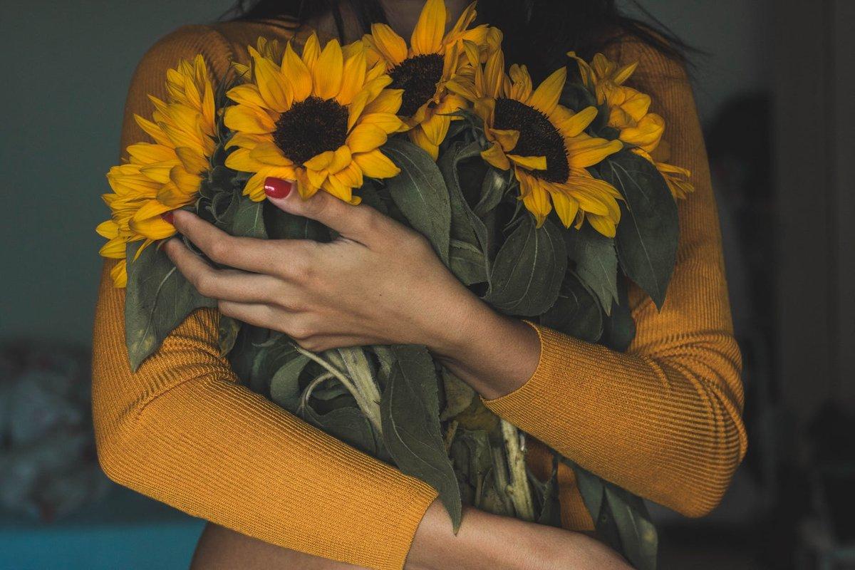 Цветы по случаю: как выбрать букет для женщины или мужчины? - фото 3