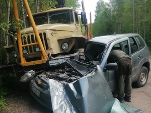 Нетрезвый водитель без прав влетел на внедорожнике в грузовик «Урал» в Варнавинском районе