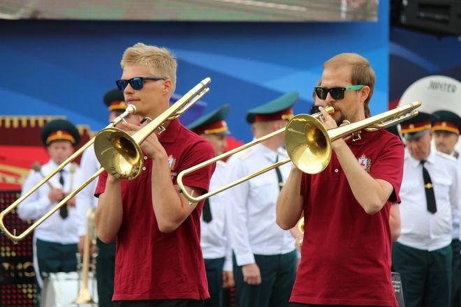 Фестивали духовых оркестров и Дружбы народов прошли в Нижнем Новгороде в День России - фото 32