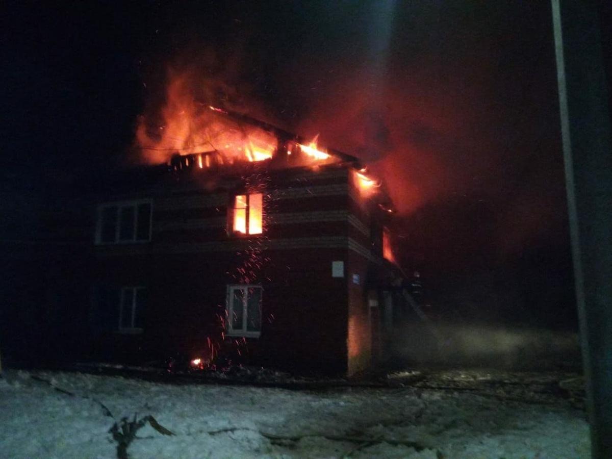 Один человек погиб и четверо пострадали во время пожара в Лыскове - фото 1