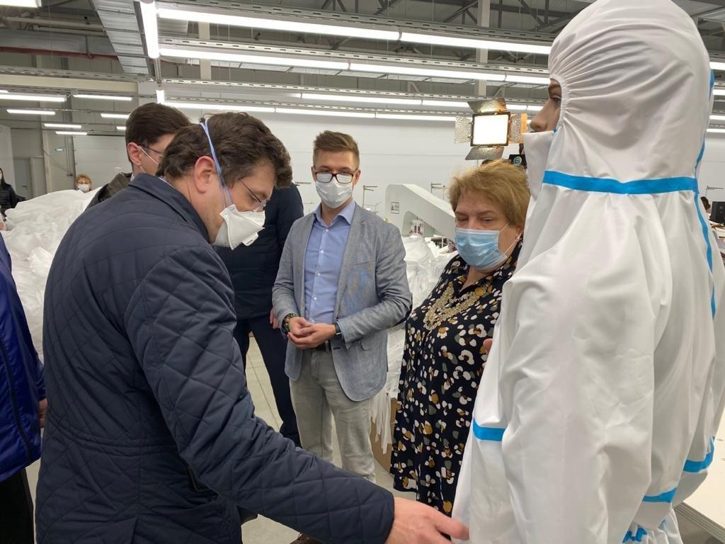 Защитные костюмы для медиков начали производить в Дзержинске - фото 1