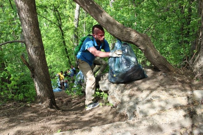 Грузовик мусора вывезли из Почаинского оврага в ходе субботника - фото 3