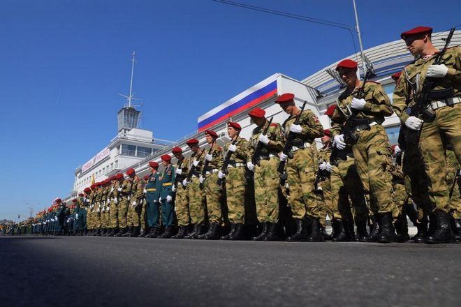Военная техника проехала по Нижне-Волжской набережной в память о подвиге предков - фото 9