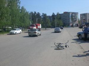 Иномарка сбила подростка на велосипеде во дворе Дзержинска