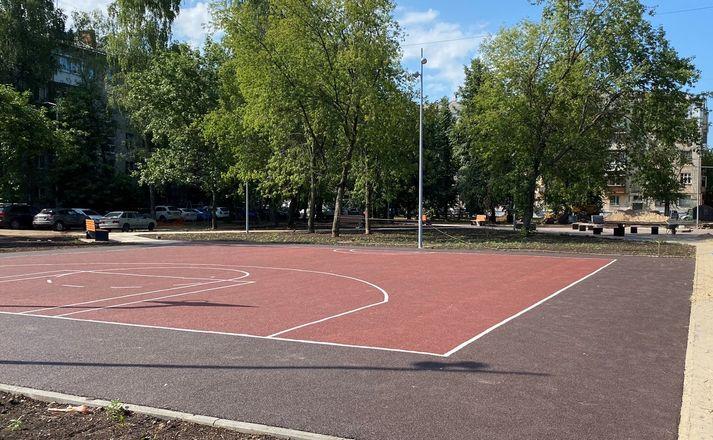 Баскетбольную площадку и освещение установили в нижегородском сквере на улице Куйбышева - фото 3