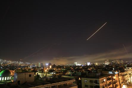 Трамп приказал нанести ракетный удар по Сирии