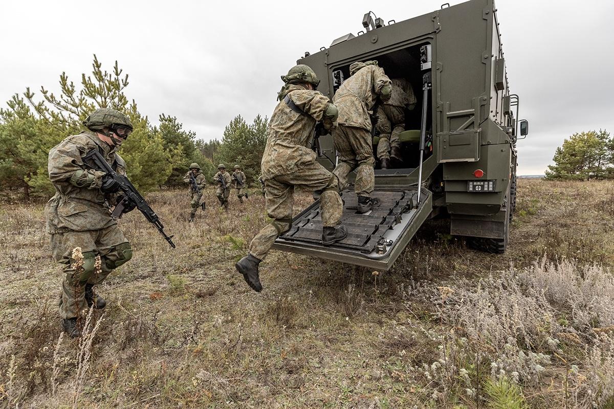 Военное положение объявили в Нагорном Карабахе - фото 1