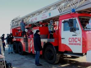 МЧС провело флешмоб по тушению пожара в Нижнем Новгороде